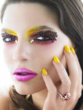 Zanimljivi make up - make up artist Th_22868_19_11_2009_0439249001258630869_soon-tong_123_101lo