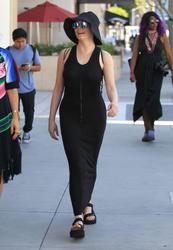 http://img17.imagevenue.com/loc103/th_970839152_rose_mcgowan_see_thru_and_pokies_while_out_and_about_in_beverly_hills_05_123_103lo.jpg