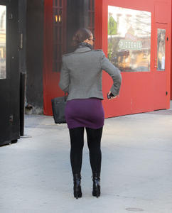 Alicia Keys - Candid Thickness Wearing Black Leggings