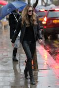 Elle MacPherson on the school run in London 17-01-2011