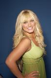 "Apparently she's starting a singing career and will be on VH1 on a show called 'Hulk Brooke Hogan, Stage Dad' so it's good to she that she got the record deal on her own merits. Foto 19 (Очевидно, она начинает карьеру певицы и будет на канале VH1 на шоу под названием ""Халк Брук Хоган, Этап папой"", так это хорошо ей, что она стала рекордной сделки по ее собственных достоинств. Фото 19)"