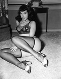There's a film about her coming out soon (The Notorious Bettie Page), so I thought this thread deserved an update. Foto 52 (Там's фильма о ее скором выходе (The Notorious Бетти Пейдж), поэтому я подумал, что это заслуженное потока обновлений. Фото 52)