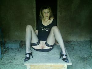 http://img17.imagevenue.com/loc379/th_107539963_Sensual_saggy_Nina_gets_horny_when_flashing_in_nature_59_123_379lo.jpeg
