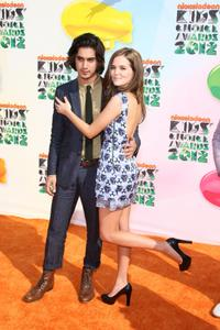 http://img17.imagevenue.com/loc445/th_358646227_CFF_Zoey_Deutch_Nickelodeons_25th_Annual_Kids_Choice_Awards_In_LA_March_31_2012_024_122_445lo.jpg