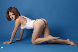 http://img17.imagevenue.com/loc455/th_365035151_tduid300163_silver_angels_Sandrinya_I_whiteswimwear_1_052_122_455lo.jpg