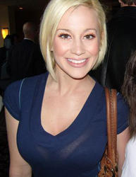 Kellie Pickler - cleavage + rare
