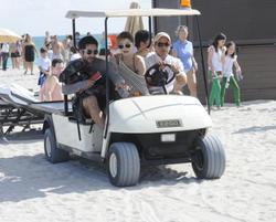 http://img17.imagevenue.com/loc79/th_312556813_Mischa_Barton_Bikini_Candids_on_the_Beach_in_Miami_December_27_2011_206_122_79lo.jpg