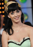 th_11112_Celebutopia-Katy_Perry-MTV_TRL-06_122_874lo.JPG