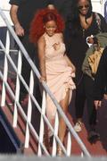 http://img17.imagevenue.com/loc22/th_107710128_RihannaW023_122_22lo.jpg